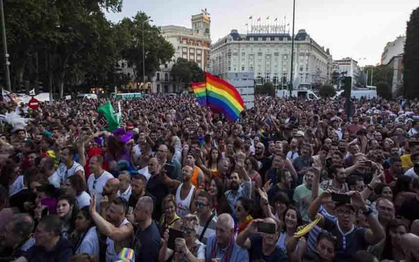 Los taxistas madrileños en apoyo al colectivo LGTBI
