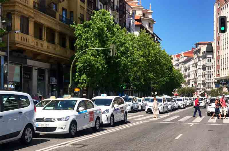 El PSOE de Cantabria solicita mejoras para el sector del taxi