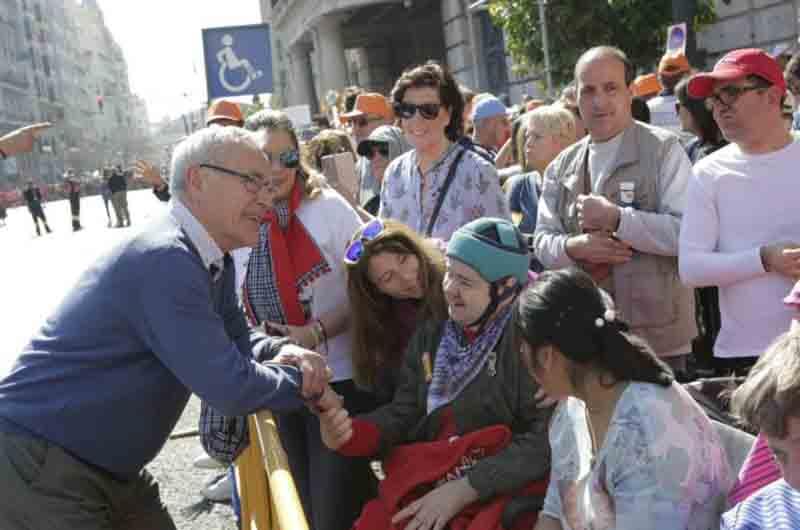 El alcalde de Valencia reitera su apoyo al sector de taxi