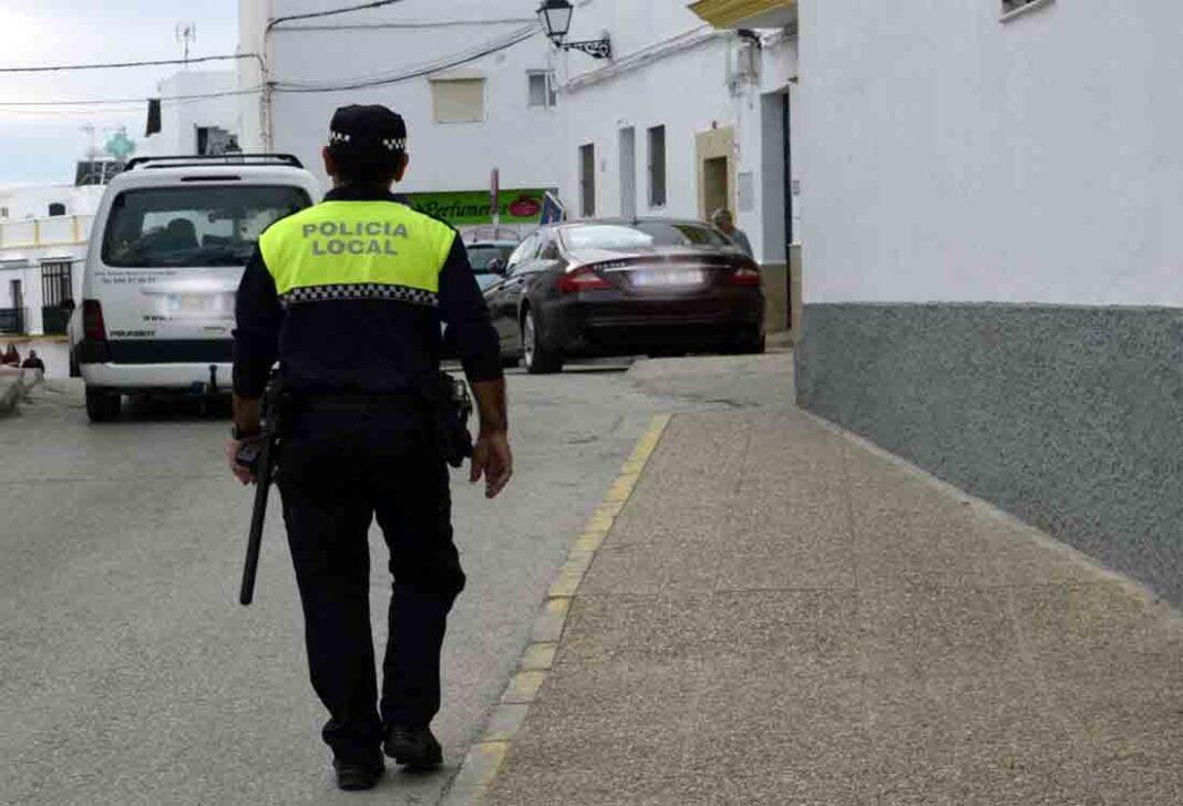 La Policía Local de Conil inmoviliza ocho coches de transporte pirata