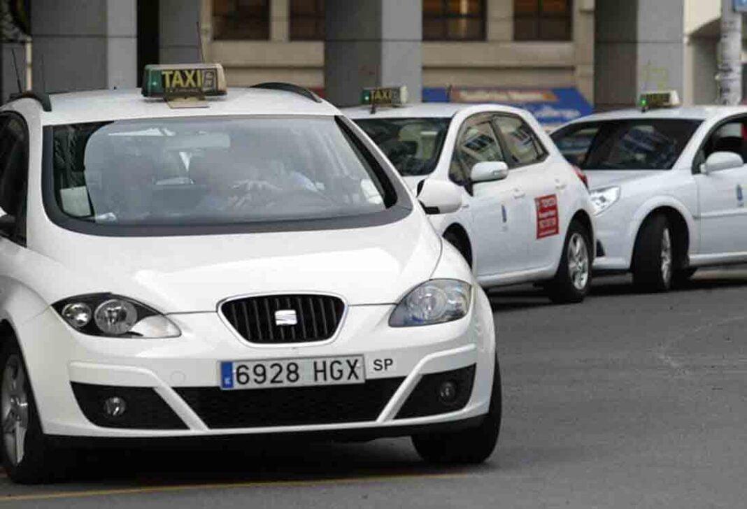 Los taxistas de A Coruña piden un reglamento urgente para las VTC