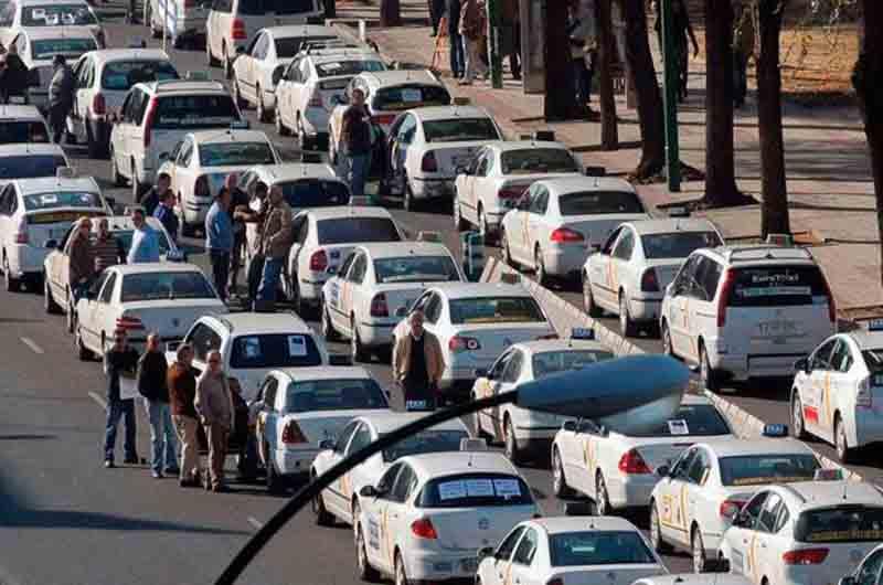 Los taxistas de Sevilla vuelven a protestar en la Ronda del Tamarguillo
