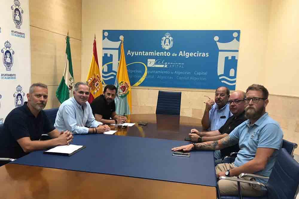 Reunión para abordar el tema de los conductores pirata tras la agresión a un taxista en Algeciras