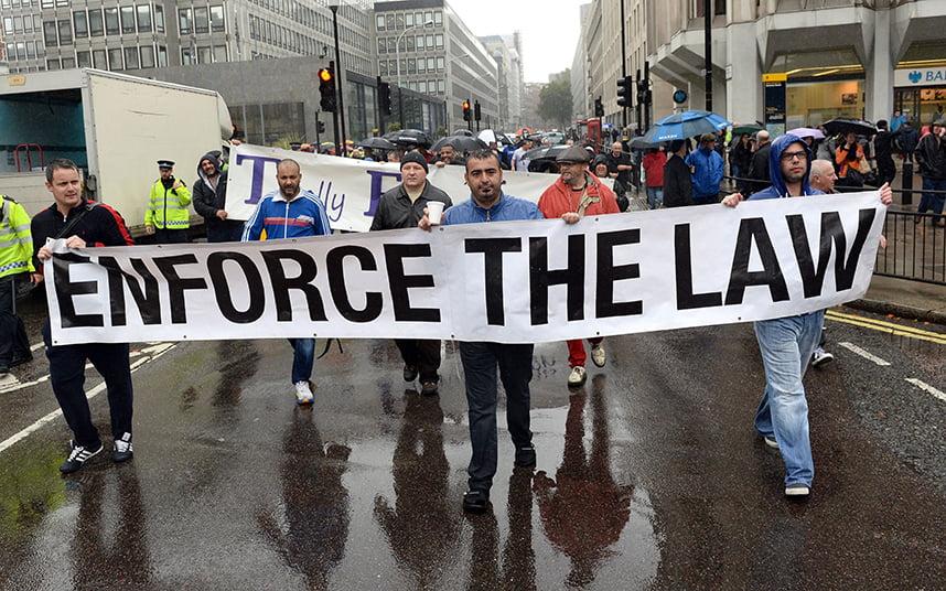 Bloqueo de carreteras en Londres en una protesta contra Uber