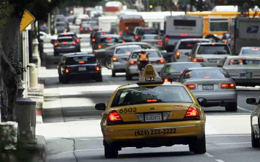 Chicago aumentará 40 millones al año los impuestos a Uber y Lift