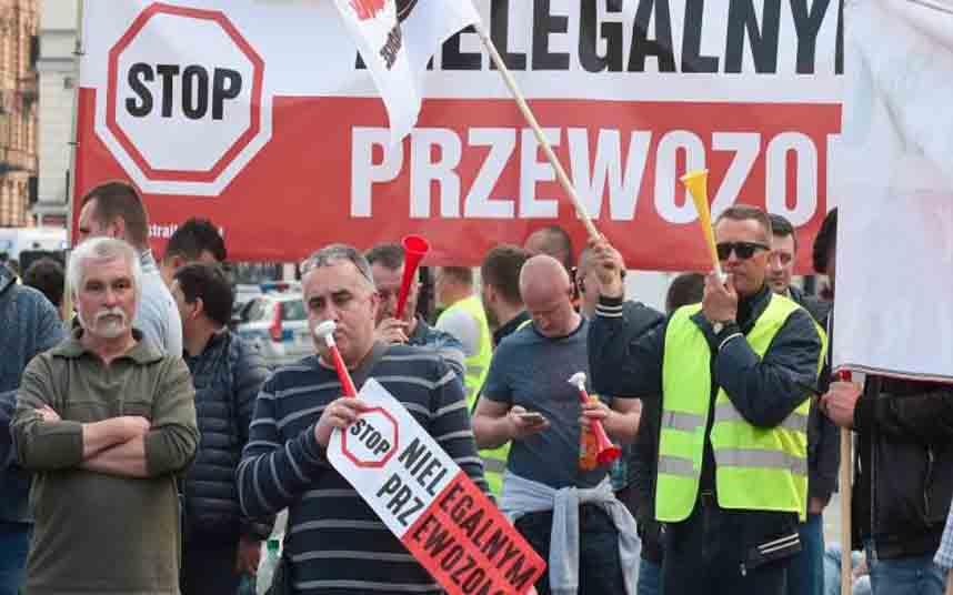 Cientos de taxistas polacos protestaron contra Uber en Varsovia