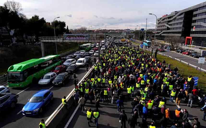 Los taxistas bloquean el aeropuerto Adolfo Suárez Madrid-Barajas
