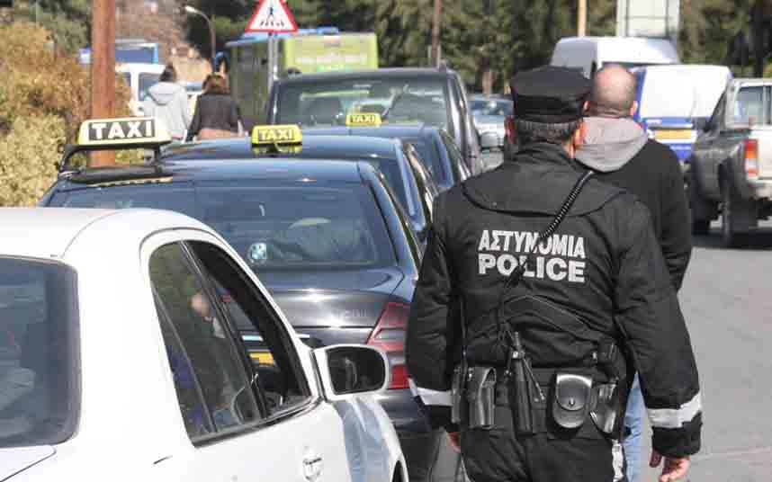 Los taxistas de Chipre se manifiestan en las calles de Nicosia contra Uber