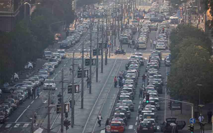 Los taxistas de Serbia salen a la calle contra Uber