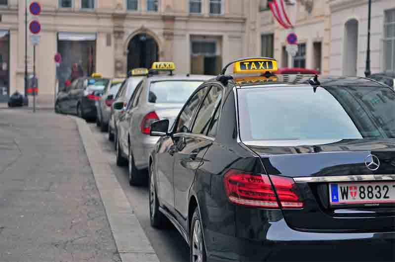 Los taxistas de Viena protestan frente al palacio presidencial