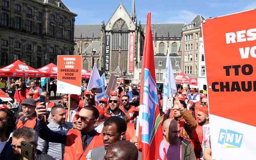 Los taxistas holandeses protestan contra Uber en Amsterdam