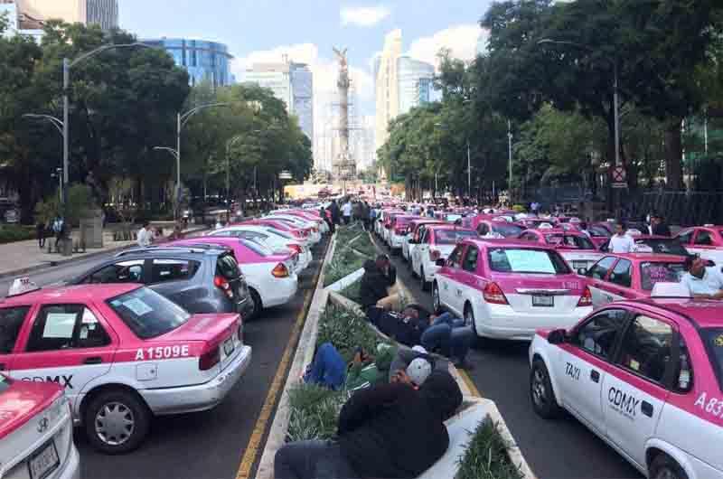 Los taxistas mexicanos paralizan Ciudad de México contra Uber y Cabify