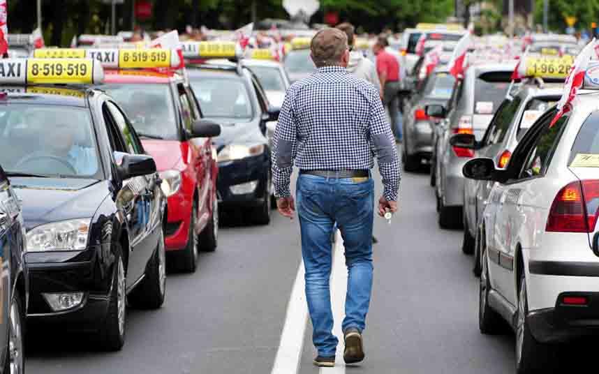 Los taxistas polacos se manifiestan contra la intrusión de Uber