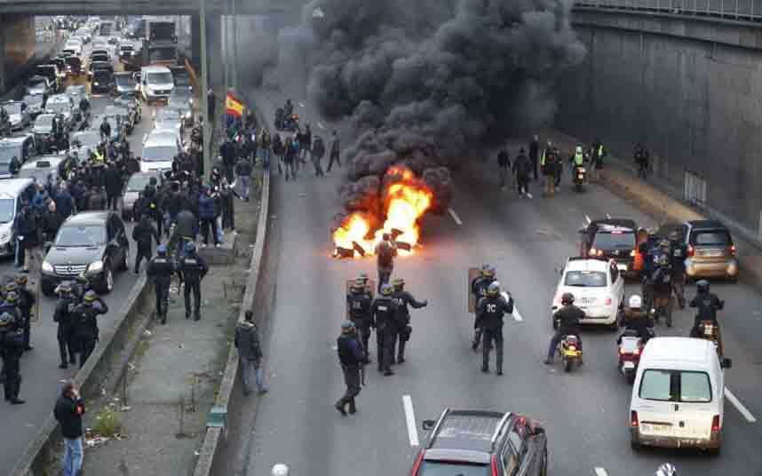 Manifestación contra Uber en Porte Maillot de París