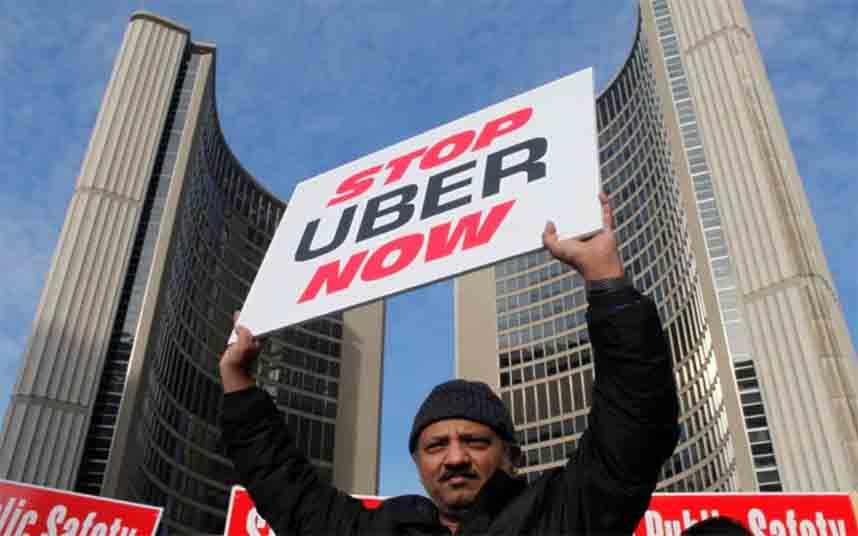 Manifestación contra Uber frente al Ayuntamiento de Toronto