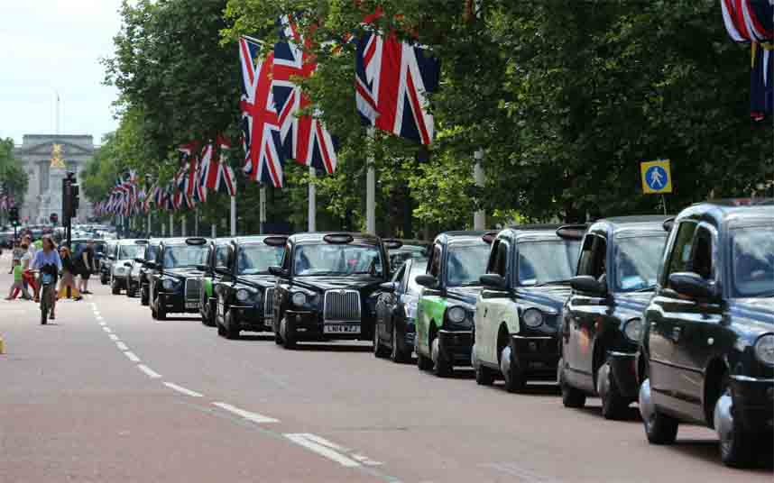 Protesta de los taxistas contra Uber en The Mall en Londres