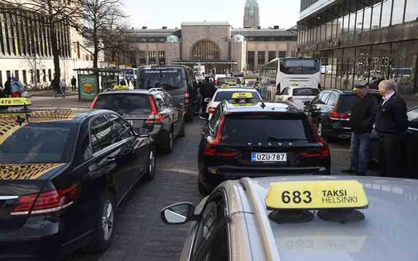Protesta de los taxistas finlandeses en Helsinki por la regulación