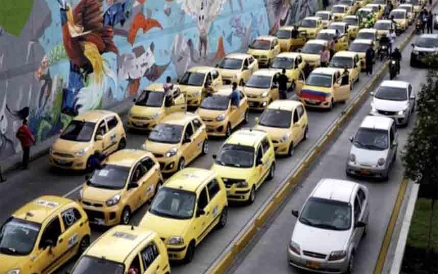 Taxistas colombianos se manifiestan en Bogotá contra Uber y Cabify