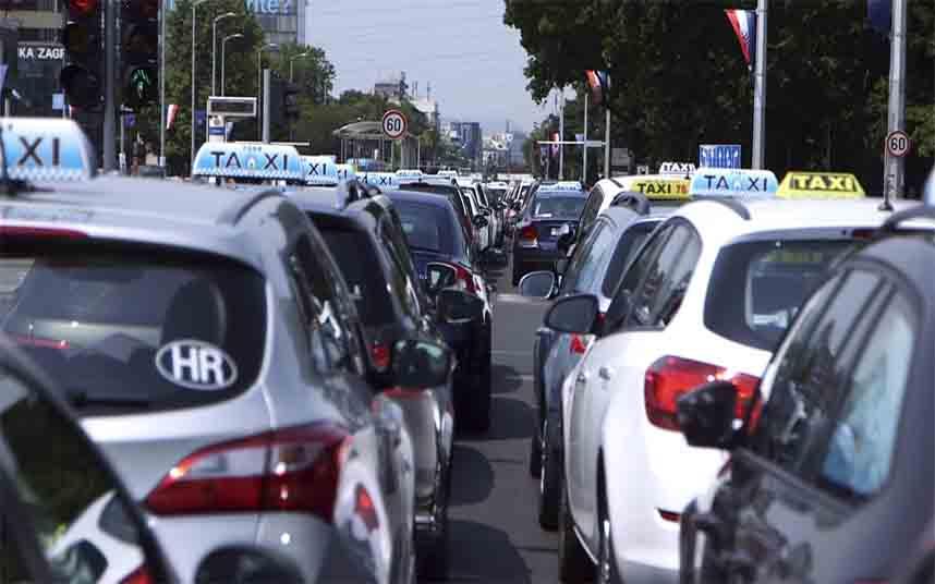 Taxistas croatas protestan contra Uber en Zagreb