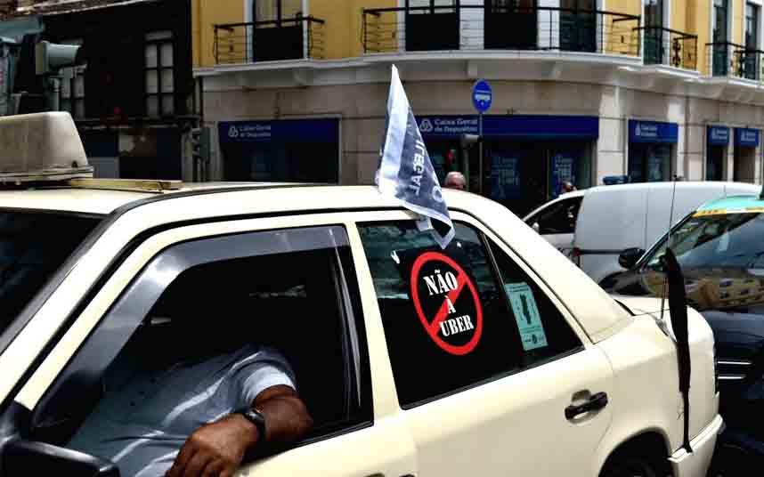 Taxistas portugueses protestan contra Uber en Lisboa