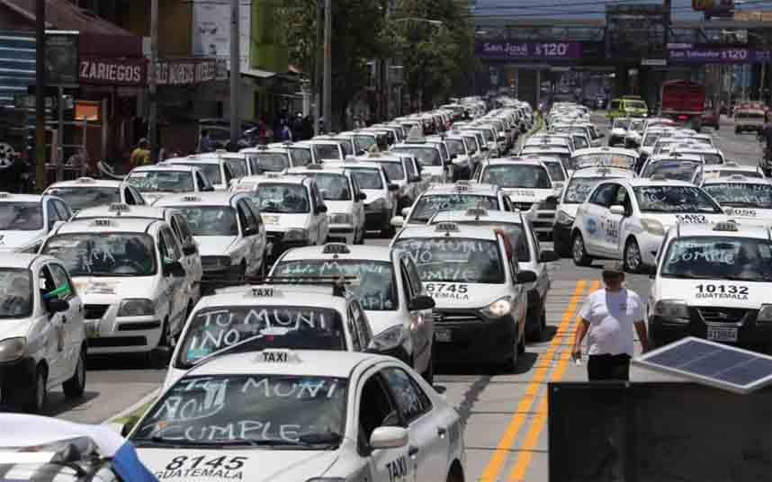 Cientos de taxistas protestan contra Uber en la Ciudad de Guatemala