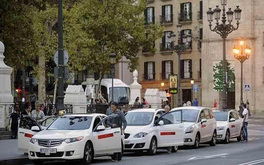 El Gobierno vasco convoca una reunión con la mesa del taxi por la llegada de Uber
