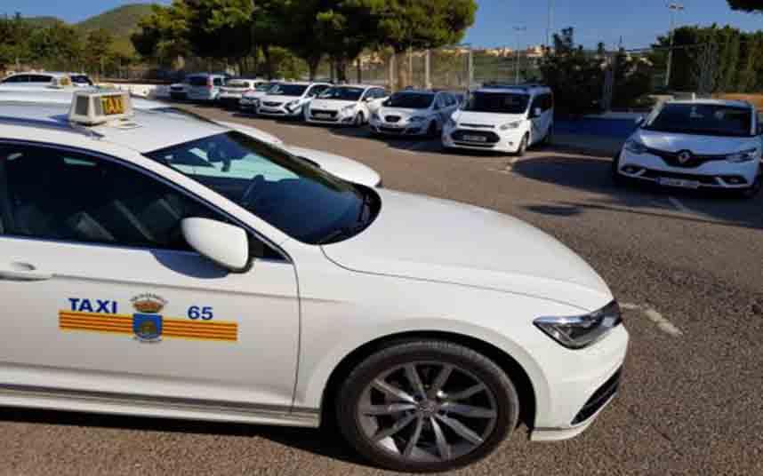 Los mayores disfrutarán esta Navidad de paseos en taxi en Ibiza