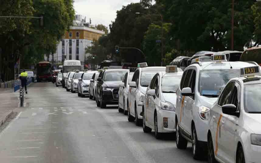 Los taxistas andaluces protestan contra Uber en Sevilla