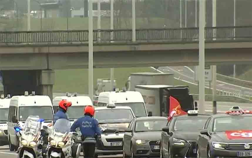 Los taxistas belgas vuelven a protestar contra Uber en Bruselas