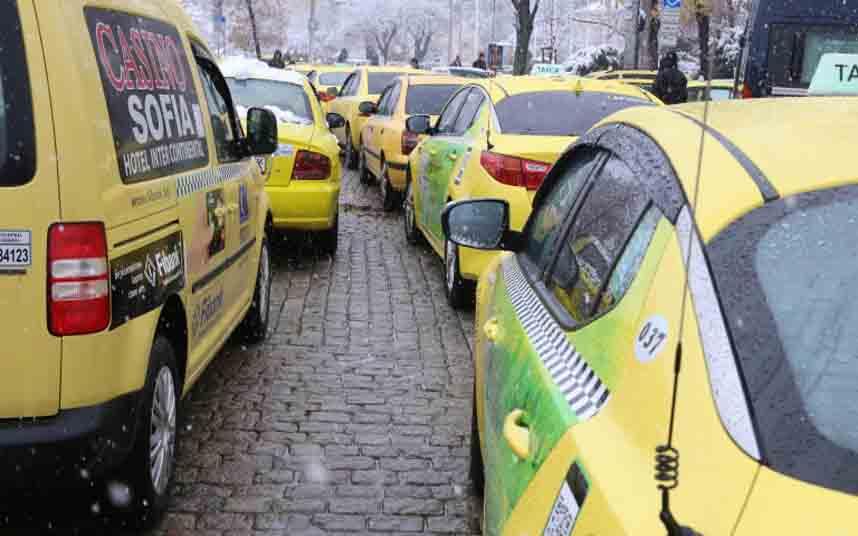 Los taxistas bulgaros protestan contra Maxim en Sofia