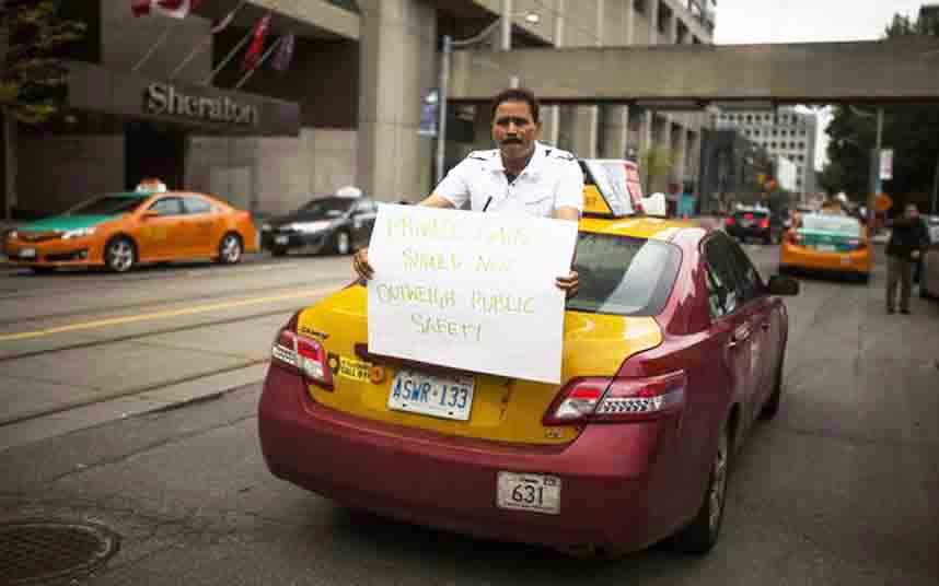Los taxistas canadienses protestan contra Uber en Toronto