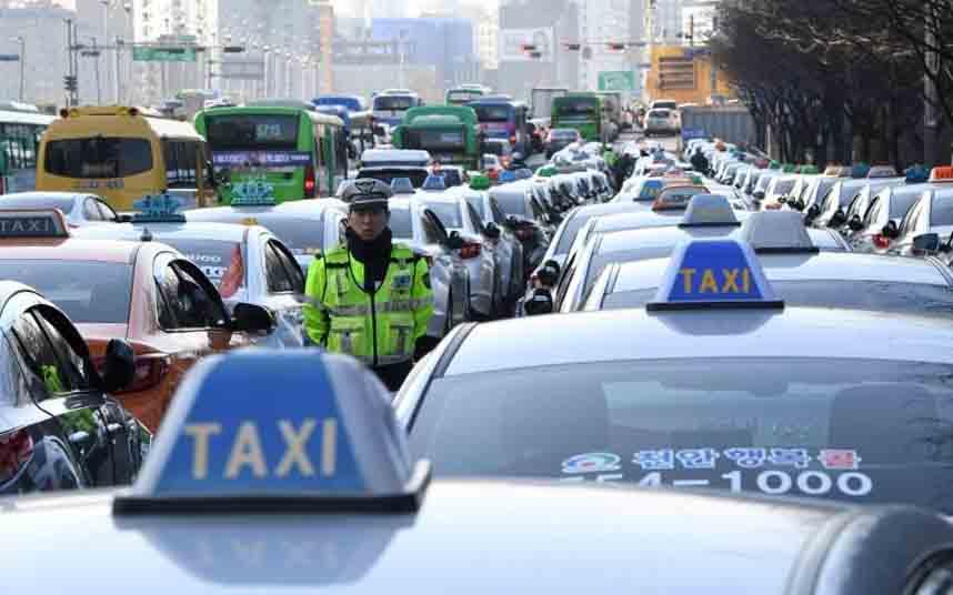 Los taxistas de Corea del Sur protestan contra una app similar a Uber