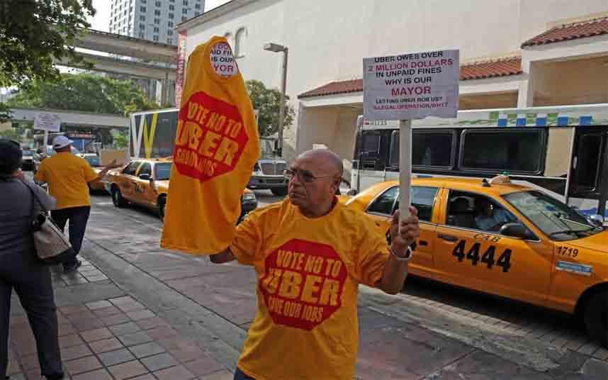 Los taxistas de Florida protestan contra Uber en Miami