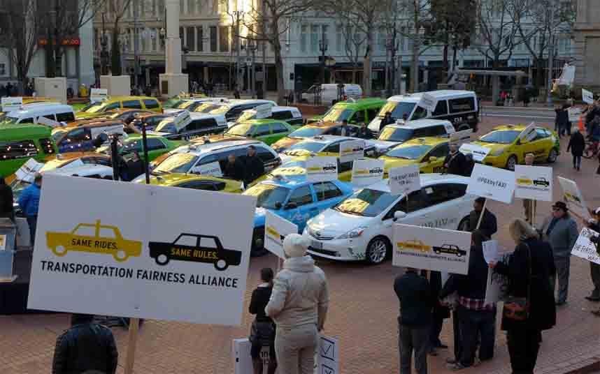 Los taxistas de Oregón protestan contra Uber en Portland