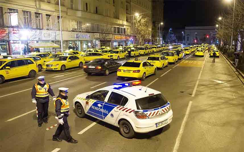 Los taxistas húngaros protestas contra Uber en Budapest