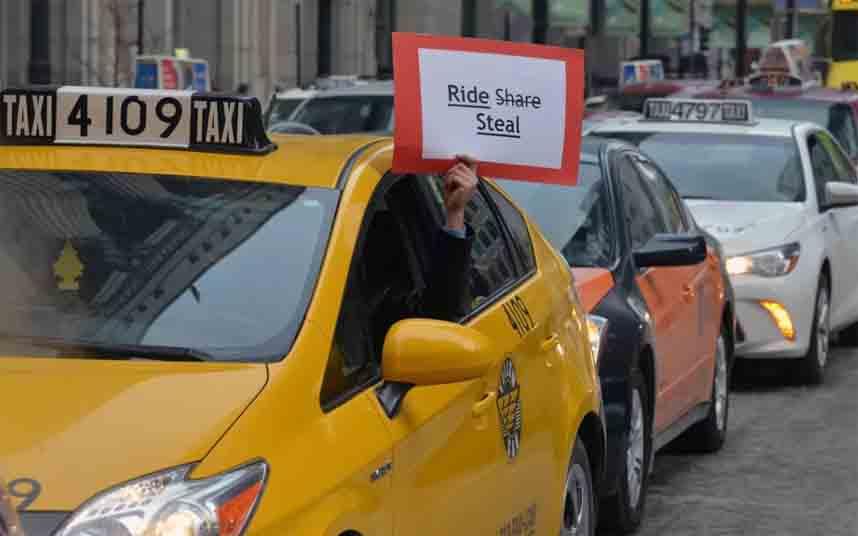 Los taxistas se manifiestan contra Uber en Chicago