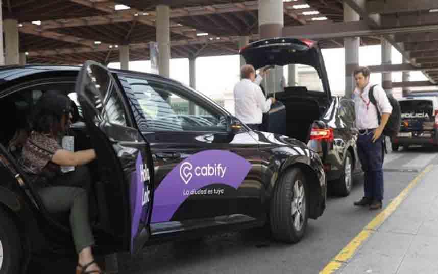 Los taxistas valencianos denuncian que Cabify se salta la ley