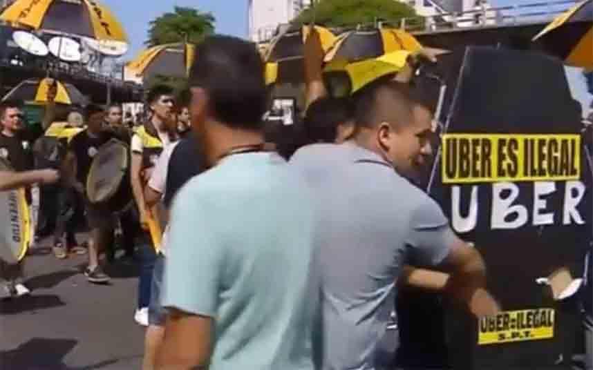 Los taxistas vuelven a protestar contra Uber y Cabify en Buenos Aires