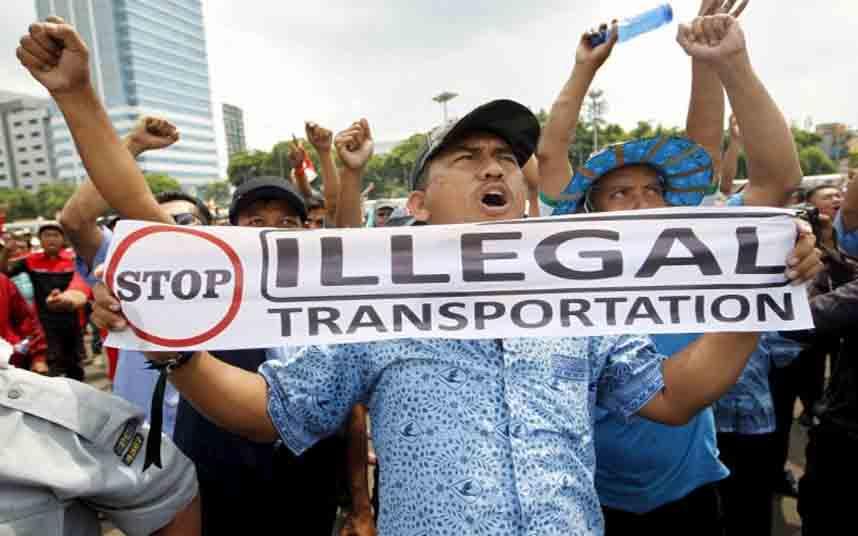 Miles de taxistas Indonesios protestan contra Uber en Yakarta
