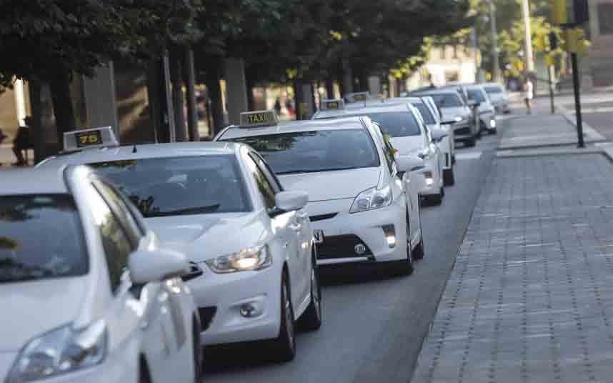 Protesta de los taxistas de Zaragoza contra Uber