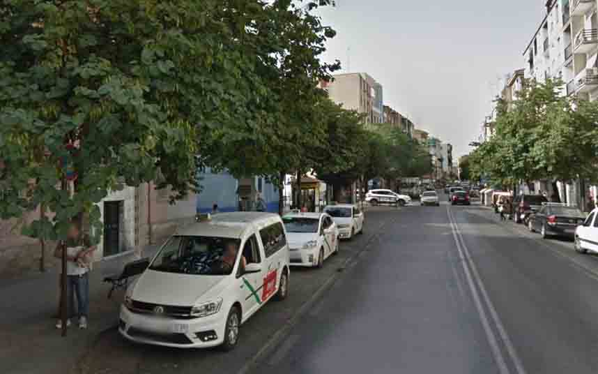 Atacan a un taxista granadino con un cuchillo para robarle