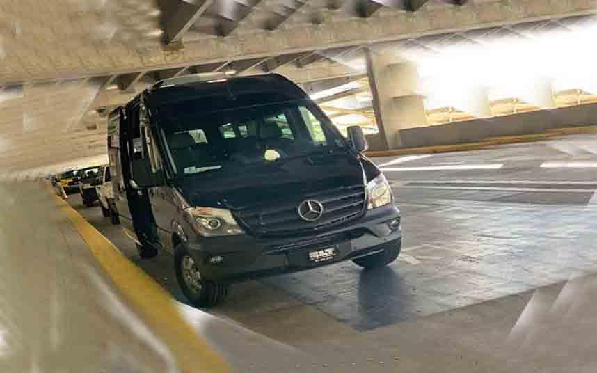 Detenido un trabajador del Aeropuerto de Orlando por facilitar clientes al transporte pirata