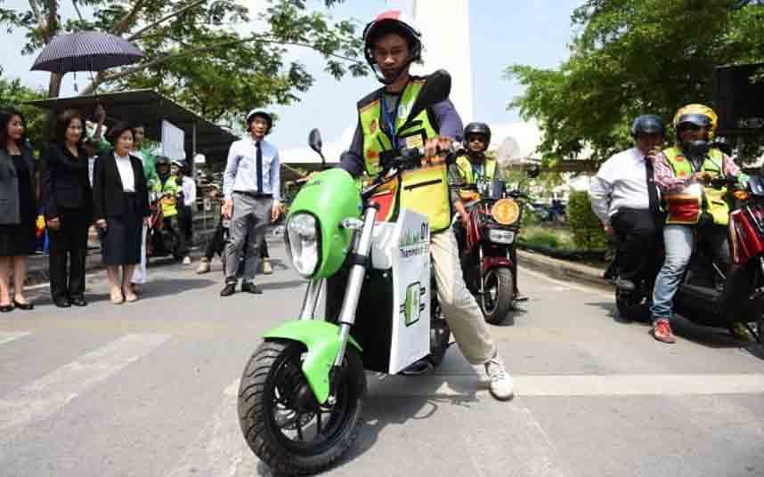 La Universidad de Thammasat en Bangkok lanza un taxímetro para MotoTaxi