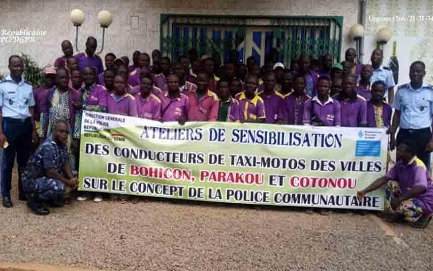 Los conductores de Moto-Taxi en Benín, colaboran con la policía contra el crimen