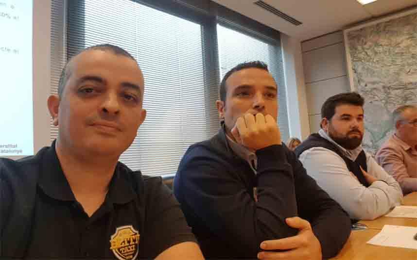 Los taxistas de Barcelona se reunen con el Conseller Damiá Calvet