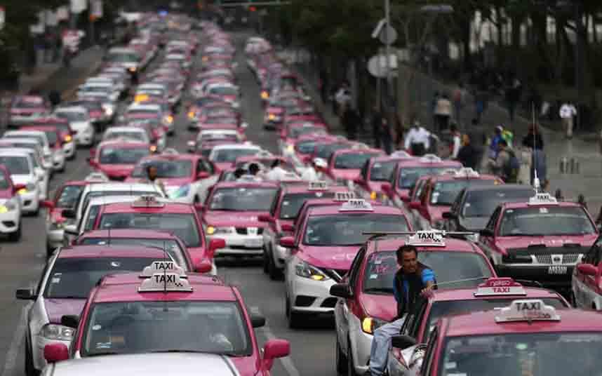 Los taxistas mexicanos amenazan con tomar las calles en enero