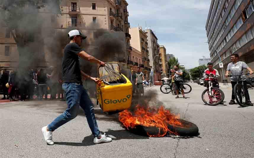 Todos los partidos de Euskadi se oponen a Uber, Glovo y Deliveroo, excepto el PP