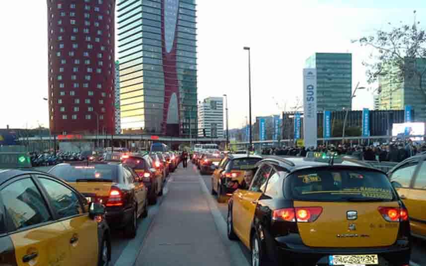 La Generalitat y el AMB convoca al sector del taxi para el día 21