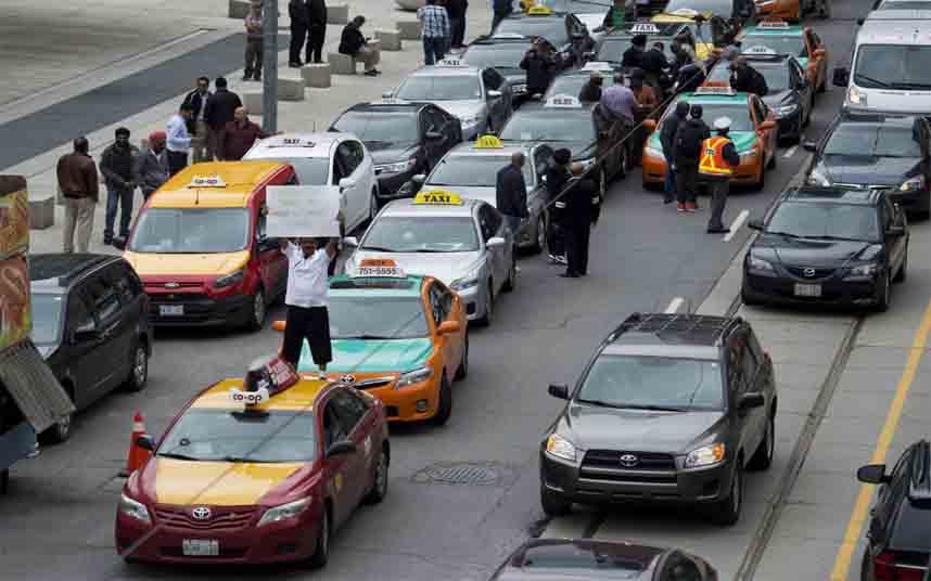 Las nuevas normas para los conductores de Uber y Lyft en Toronto ya están vigentes