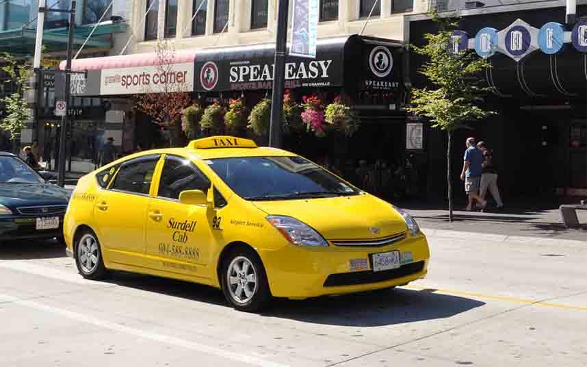 Los taxistas de Vancouver irán a los juzgados para revocar la licencia de Uber y Lyft